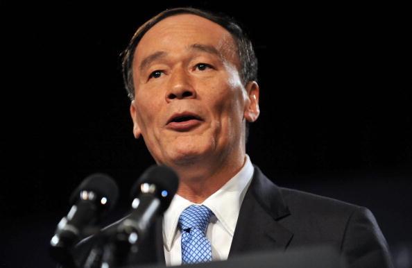 香港英字紙「サウスチャイナ・モーニングポスト」は18日、中国共産党の重要会議である2中全会で、王岐山氏が国家副主席に就任することが決定されたと伝えた。(JEWEL SAMAD/AFP/Getty Images)