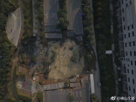広東省で7日、地下鉄工事現場で大規模な陥没事故が発生した。(ネット写真)