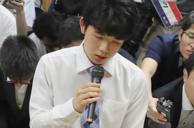 藤井聡太五段は2月17日、朝日杯本戦に臨み、見事最年少優勝を果たした。写真は2017年6月撮影(STR/AFP/Getty Images)