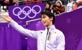 17日、平昌オリンピックのフィギュアスケート男子フリープログラムで演技した羽生結弦選手、ショートプログラムと合わせて311以上の点をつけ、金メダルが決まった(Jamie Squire/Getty Images)