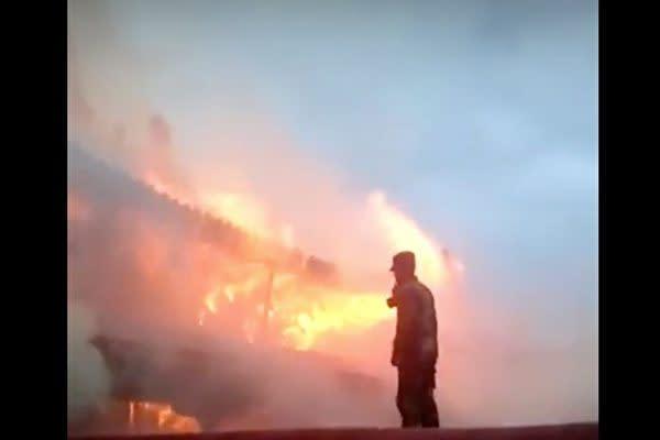 中国チベット自治区のラサにある「ジョカン寺」では2月17日大規模な火事が発生した。(スクリーンショット)