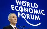 劉鶴中央財経指導グループ弁公室主任が2018年1月24日、スイスで行われたダボス会議で発言した(FABRICE COFFRINI/AFP/Getty Images)
