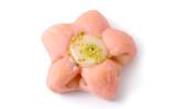 「桃花と甘酒のパン」色もほんのりと春らしい気分に(株式会社エーデルワイス)