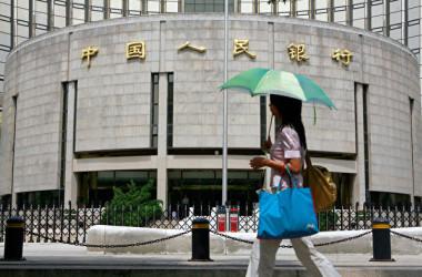 国際決済銀行が11日に発表した最新調査では、中国金融システム危機に関してあらためて警鐘を鳴らした。写真は中国の中央銀行である人民銀行。(TEH ENG KOON/AFP/Getty Images)