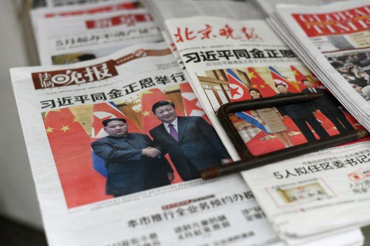 中国の共産党機関紙・人民日報系の環球時報は29日の社説を通してチャイナパッシングを警戒した(FRED DUFOUR/AFP/Getty Images)