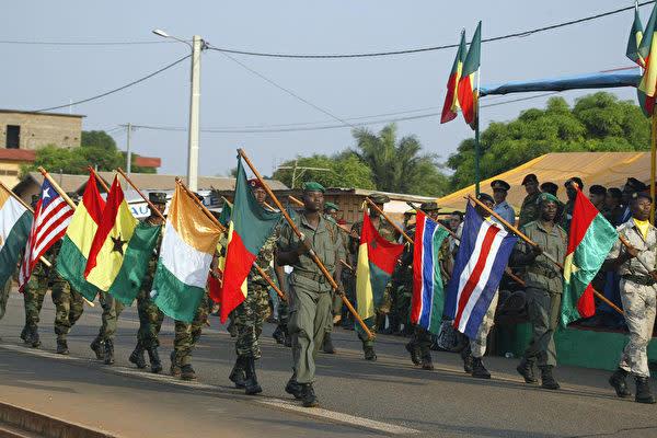 中国当局と西アフリカ諸国経済共同体(ECOWAS)は、中国が同共同体に33億円以上の資金援助に関する覚書に署名した。(PIUS UTOMI EKPEI/AFP/Getty Images)