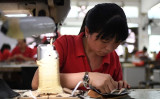中国メディアの財新などが発表した3月中国製造業PMIは4か月ぶりの低水準となった。(GREG BAKER/AFP/Getty Images)