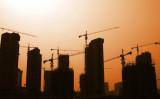 中国杭州などの都市では、新規住宅物件の購入に市民が殺到する様子が相次いでいる。(大紀元資料室)