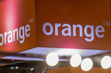 仏通信大手オレンジは、自社ブランドの折りたたみ式携帯で高い電磁波が発せられていたとして、リコールを発表した(Getty Images)