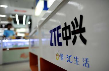 中国通信大手の中興通訊(ZTE)は9日、米国の制裁措置の影響で、主要事業の運営を停止すると発表した(Sean Gallup/Getty Images)