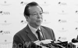 中国当局は17日、国営資産管理株式会社トップの賴小民氏に対して「重大な規律違反の疑いがある」として取り調べをしていると発表した。写真は、15年同社が香港株式市場の上場に関する会議に現れた賴小民氏(宋祥龍/大紀元)