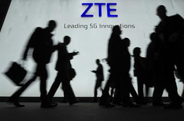ZTEの総裁は20日、制裁で同社がショック状態に陥ったと発言(LLUIS GENE/AFP/Getty Images)