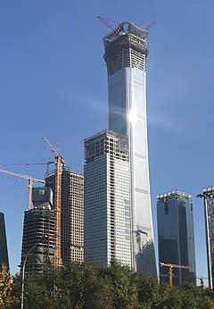 香港メディアによると、中国国家安全部はこのほど、北京市最も高いオフィスビル「中国尊」の最上3階を管理下に置いた。写真は2017年11月の同ビルの様子(ウィキペディア)