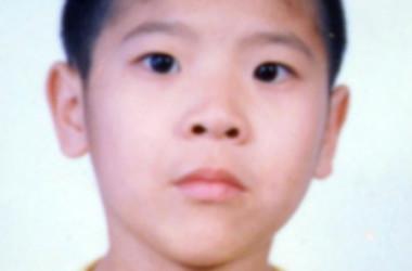 劉響くんの父・劉喜峰さんは、2002年9月22日に逮捕されて以降、行方不明、母・王暁東さんは2003年に迫害により死亡し、11歳の劉響くんは新セン市孤児院に送られた。(明慧ネット写真提供)