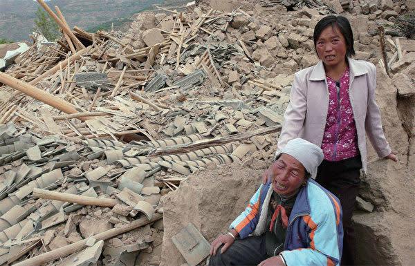 5月12日四川大地震発生から10年を迎えた。中国当局は、復興業績を自画自賛するためにこの日を「感謝の日」に設定した。写真は08年大地震発生後の様子(AFP)