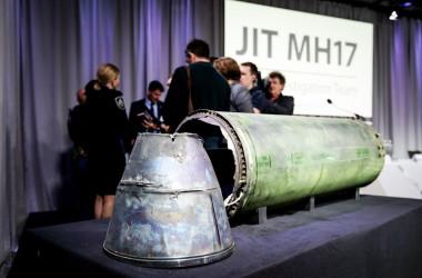事故調査に取り組んだジョイントチームは5月24日、2014年7月に墜落したマレーシア航空MH17便は、ロシアの地対空ミサイルに被弾したため、墜落したと発表した(ROBIN VAN LONKHUIJSEN/AFP/Getty Images)