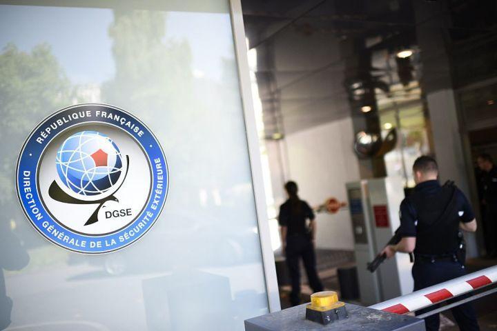 パリにあるフランスの対外治安総局(DGSE)本部。元局長の男性は北京滞在時、中国人の女性通訳と関係を持った。元局長は国益侵害の容疑で起訴されている(MARTIN BUREAU/AFP/Getty Images)
