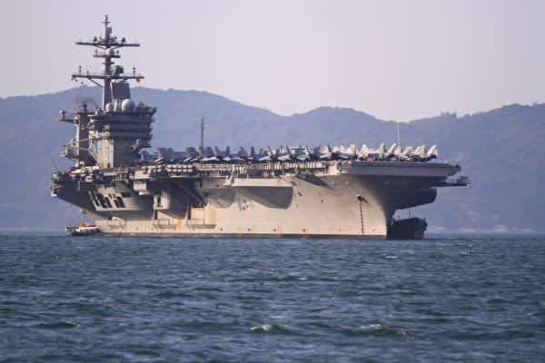 今年3月、ベトナム・ダナンに寄港した米海軍の航空母艦・カールビンソン(LINH PHAM/AFP/Getty Images)