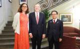 マルムストローム欧州委員、ライトハイザー米国通商代表、世耕経済産業省大臣は5月31日、パリで三極貿易大臣会合を行った(www.meti.go.jp)