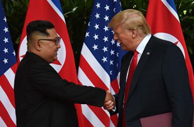 6月12日、シンガポールで史上初の米朝首脳会談が行われた(ANTHONY WALLACE/AFP/Getty Images)
