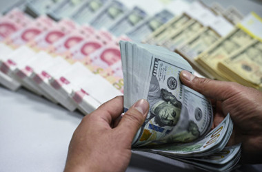 中国人民銀行の幹部は3日、対ドルで人民元の急落を受けて相次いで発言し口先介入をした(大紀元資料室)
