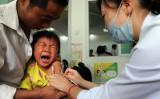 中国ワクチンメーカー「長生生物」が製造する3種混合ワクチンが販売基準を満たしていないとの報道を受けて中国社会に衝撃が走った(STR/AFP/Getty Images)
