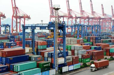 トランプ米政権は1日、2000億ドル相当の中国製品を対象にした追加関税措置について、税率を当初の10%から25%に引き上げると示唆した(VCG/VCG via Getty Images)