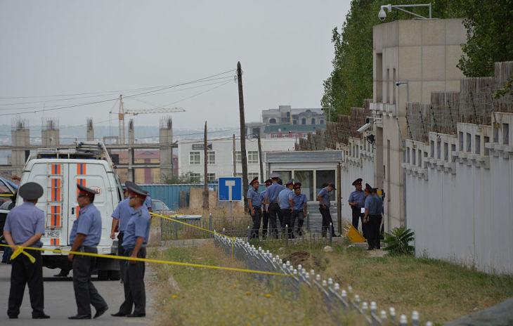 2016年8月、キルギスタンの中国大使館で、自爆テロが発生した(VYACHESLAV OSELEDKO/AFP/Getty Images)