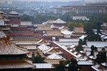北京では5日夜から6日にかけて、今年はじめての雪が降った。写真は、屋根に雪の積もった紫禁城。(WANG ZHAO/AFP/Getty Images)