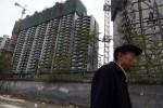 土地の所有権を認めていないにもかかわらず、中国当局は不動産税の導入を急いでいる。(GREG BAKER/AFP/Getty Images)