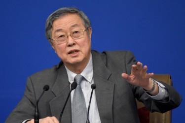 20日、人民銀行の周小川総裁が「中国の企業債務比率が非常に高い」と発言した(WANG ZHAO/AFP)