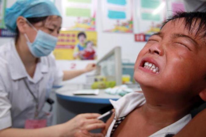 中国本土の市民が香港の病院でワクチン接種を予約するケースが急増し、香港当局は本土人の越境接種を制限することを発表した(Getty Images)