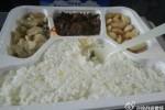 中国高速鉄道の車内で販売されている50元(約860円)のお弁当 (ネット写真)
