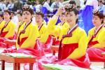 5月16日は韓国の「成人の日」にあたり、韓国ソウル市の南山韓屋村で伝統的な成人儀式「成年礼」が行われた。(全景林撮影)