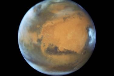 NASAはハッブル宇宙望遠鏡が5月12日に撮影された最新の火星写真を公開した。(NASA)