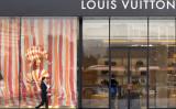 アリババ集団の馬雲会長が「模倣品は本物より良質で、値段も手頃だ」と発言したことに、国内外で批判が出ている(LIU JIN/AFP)