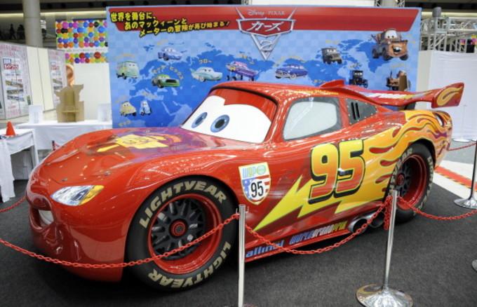 アニメ・カーズ2の実車モデル。2011年東京モーターショーで撮影(TOSHIFUMI KITAMURA/AFP/Getty Images)