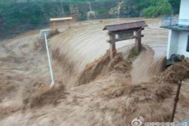 7月18日から2日連続の集中豪雨により、河北省邯鄲市周辺の県、町、村に甚大な被害が見られるほか、連絡の取れない多くの地域が孤立無援の状態に置かれている。(ネット写真)