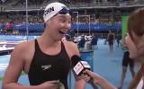 喜びを全身で表す、リオデジャネイロ五輪、競泳女子背泳ぎの中国代表・傅園慧選手(スクリーンショット)