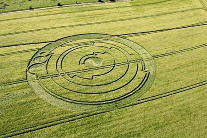 2008年6月1日に、英国ウィルトシャー州ロートンに現れた、直径45メートルの巨大なミステリーサークルに込められているメッセージの一つが解明されたようだ。