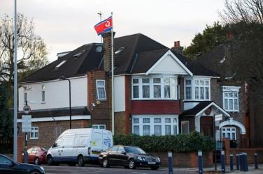 北朝鮮駐英国大使館の 太永浩(テ・ヨンホ)公使はこのほど、亡命した理由について「当局に英国政府や軍関係者に贈賄し、核技術を盗み出すのを命令されたことにプレッシャーを感じた」と明かした。(JUNG YEON-JE/AFP/Getty Images)