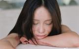 5年前に、中国官僚の息子との付き合いを拒んだことで「報復」を受け、重度のやけどを負った美女が最近、その姿を自身のミニブログで公開した。(周岩さんの微博から)