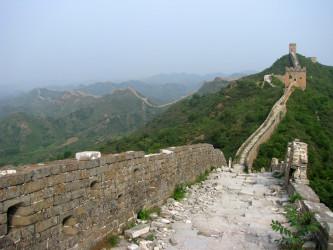 荒廃が進む万里の長城(Peter Dowley/Flickr)