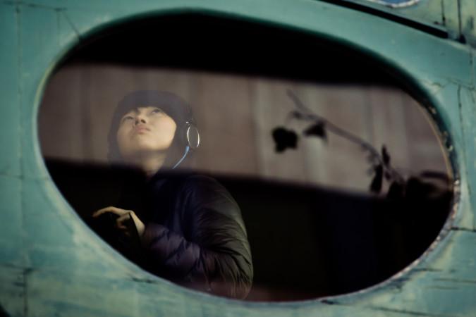 空を見上げる女性。高い収入が見込める「網紅」は、女子大学生のあこがれの職業の一つとなっている。(Hernan Pitera/flickr)
