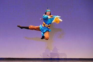 第7回全世界中国古典舞踊コンテスト(衛星テレビ新唐人主催)が米ニューヨークで20日、開かれ、日本人の男性ダンサー小林健司さんが金賞を受賞した。(戴兵/大紀元)