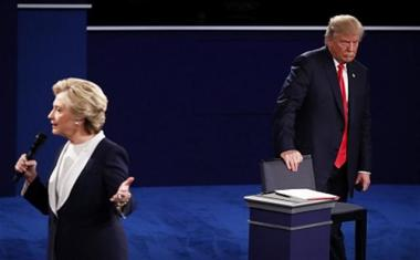 米国大統領選投票日である11月8日まで残り1週間。トランプ氏が当選すれば、その政策の不確実性から、金融市場では短期間にまたも大きな混乱になると警戒する。(Win McNamee/Getty Images)