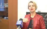 欧州議会初めての女性聴覚障害者議員ヘルガ・スティーブンズ氏 (新唐人テレビ)