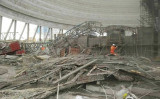 中国メディアによると、中国江西省豊城市の発電所では24日未明に、建設中の発電所の冷却塔の足場倒壊事故で死者が74人に増えた。(ネット写真)