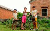 一人っ子政策により、約3000万人の女性たちの存在が消えていることが、研究調査により明らかにされた。広東省の小さな村の子供たち(James Jin/flickr)