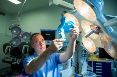 リムリック大学病院のカルバン・コフィー(J. Calvin Coffey)教授(リムリック大学HPのスクリーンショット)